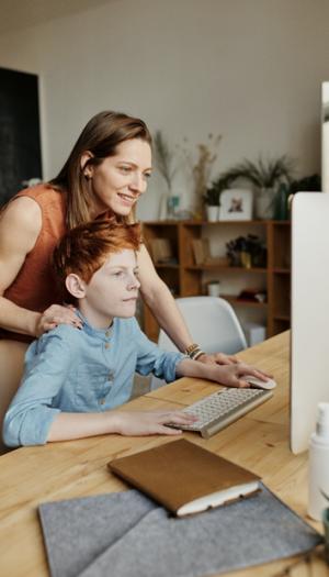 Програма за (само) вработување за самохрани мајки